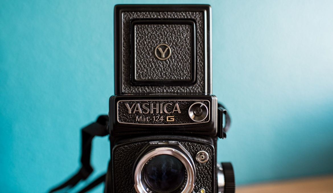 Yashica Mat 124G : Medium Format Camera Review