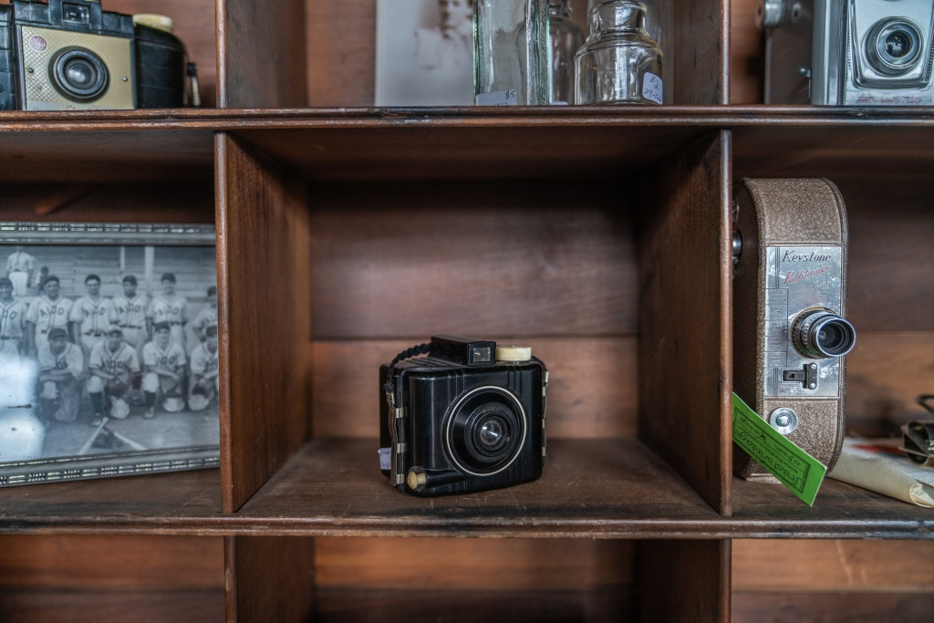Use Vintage Cameras As Decoration To Spruce Up Any Space
