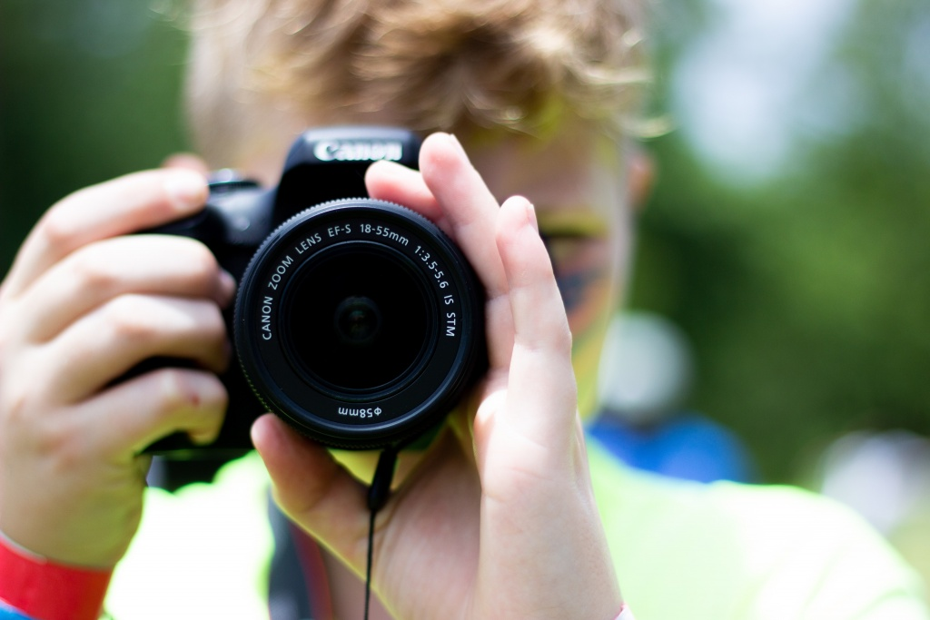 Every Kit Lens On Entry-Level Cameras Should Be A Nifty Fifty